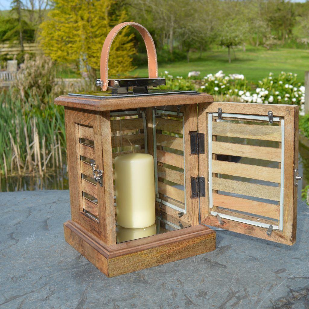 Rustic wood garden lantern gidleigh zaza homes for Wooden garden lanterns